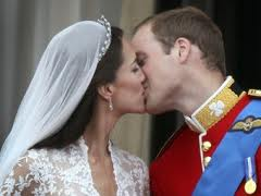 William e Kate si baciano al Balcone