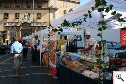 Gli stand fi piazza San Pietro a Frascati