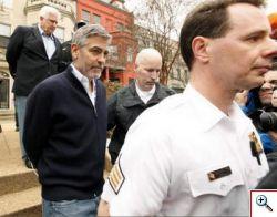 George Clooney arrestato a Washington, protestava per il Sudan