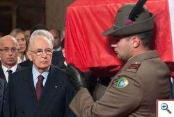 Napolitano al funerale dei militari uccisi.