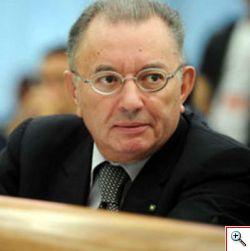 Il presidente di Confindustria Giorgio Squinzi agli Stati generali del nord infiamma la platea
